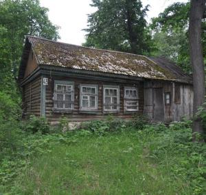 Oхотник разгадал тайну заброшенного дома влесу